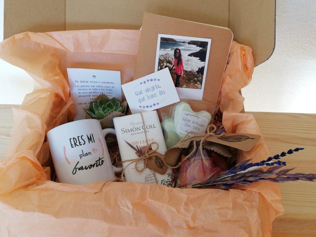 Pack Regalo Persona Especial Cajita de Cartón con productos hechos a mano. Maximo detalle y personalizacion