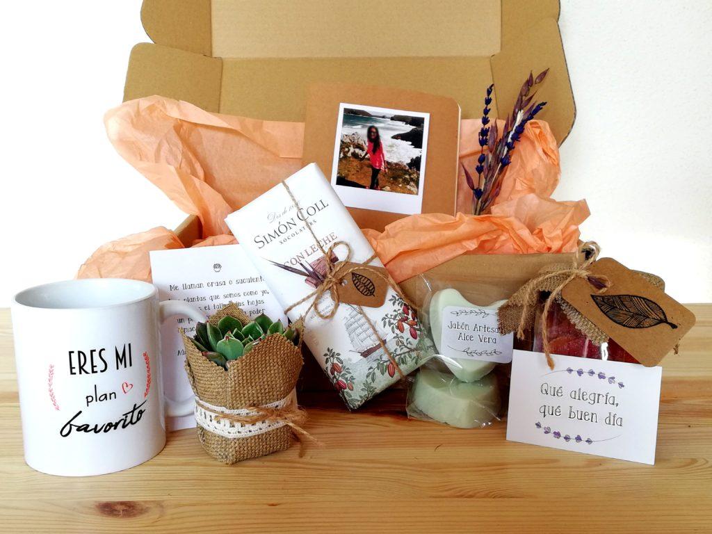 Pack Regalo Especial. Cajita de Cartón con diferentes productos hechos a mano