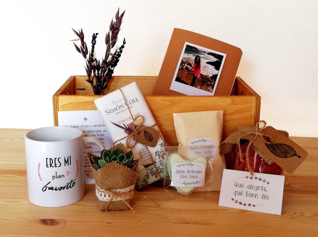 PackRegaloPersonaEspecial_Cajita de Madera color marrón con productos hechos a mano. Detalles y personalizacion