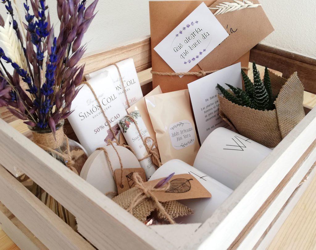 PackRegalo_PersonaEspecial. Productos hechos a mano en cajita de madera pintada a mano
