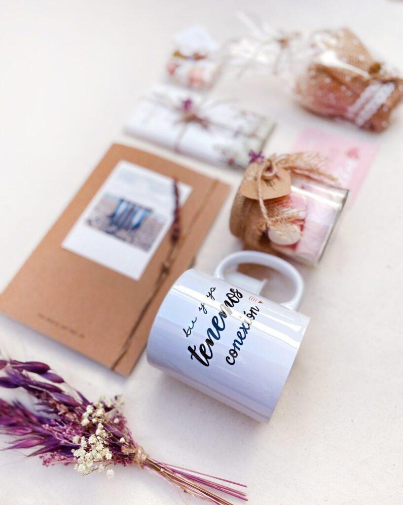 Pack Persona Especial es un regalo ideal para San Valentin porque esta compuesto por taza chocolate, libreta personalizada, mini plantita, y jabon artesanal