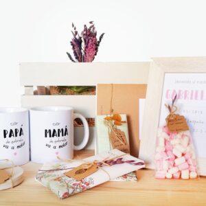 Caja de Madera con diferentes productos para dar la bienvenida a un recién nacido