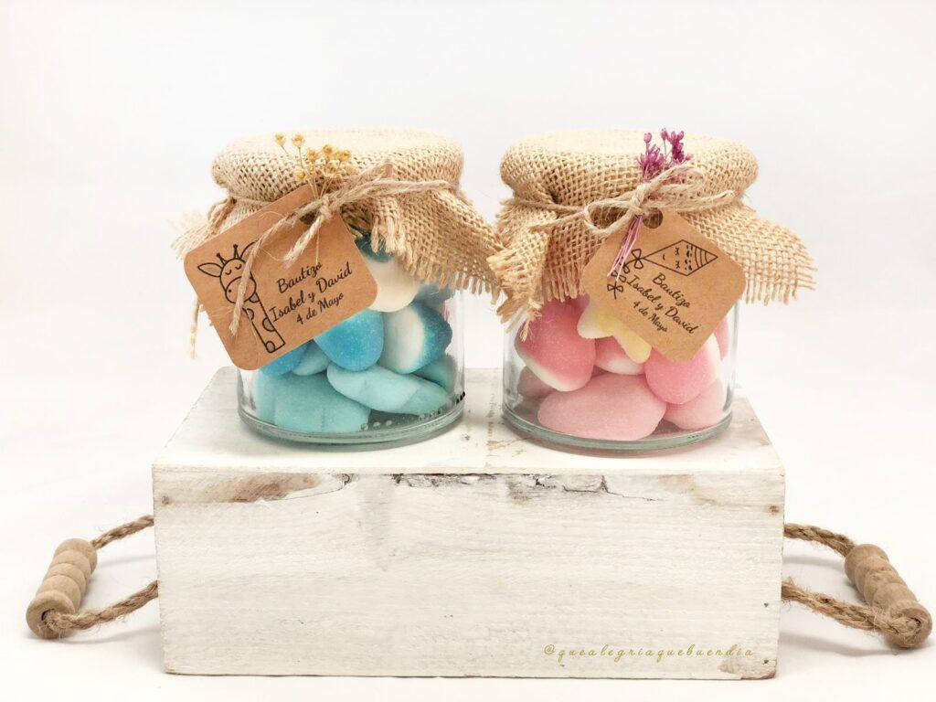 Chuches en botecitos de cristal decorados para eventos y celebraciones