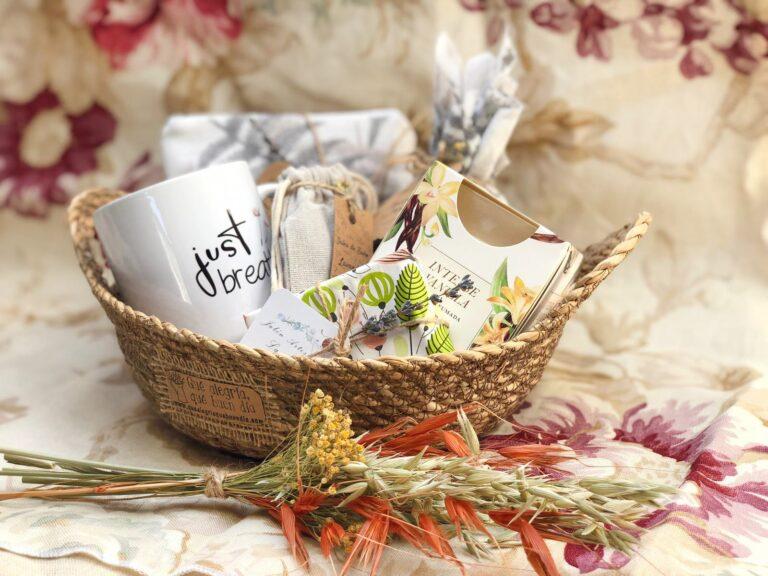 Pack regalo novia en cesta de mimbre