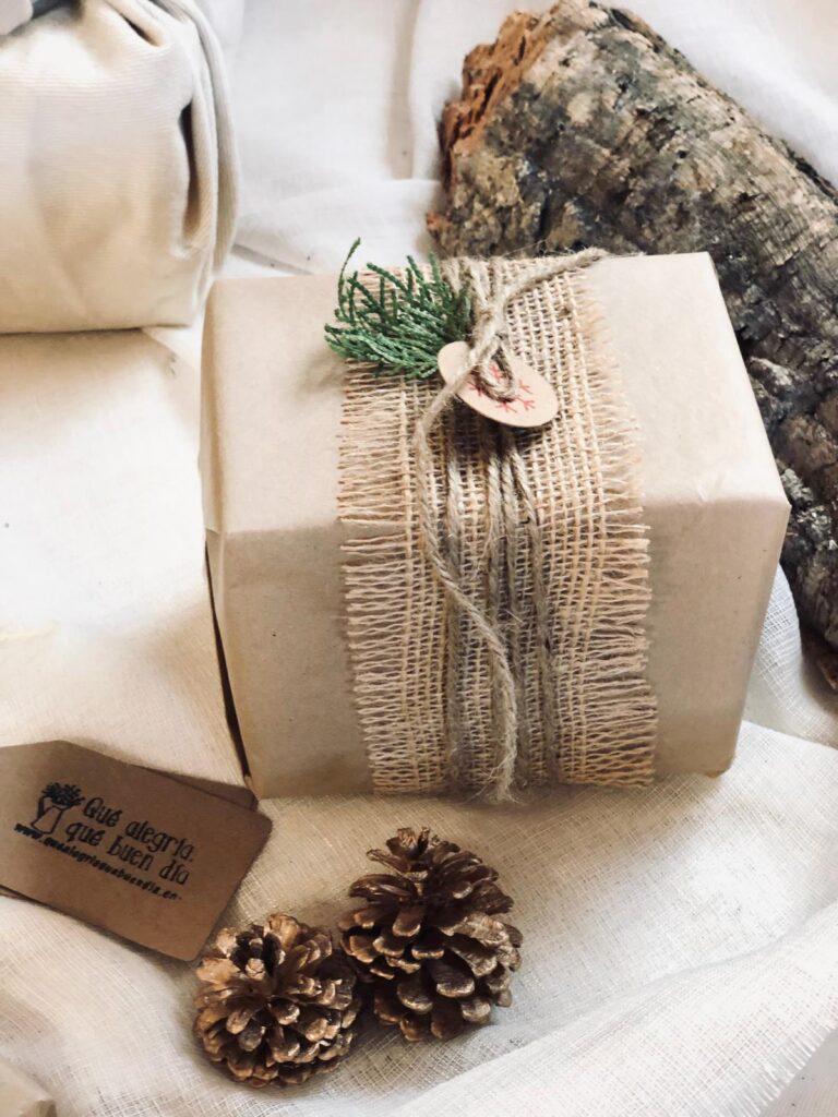 Como envolver regalos de una forma facil con tela yute