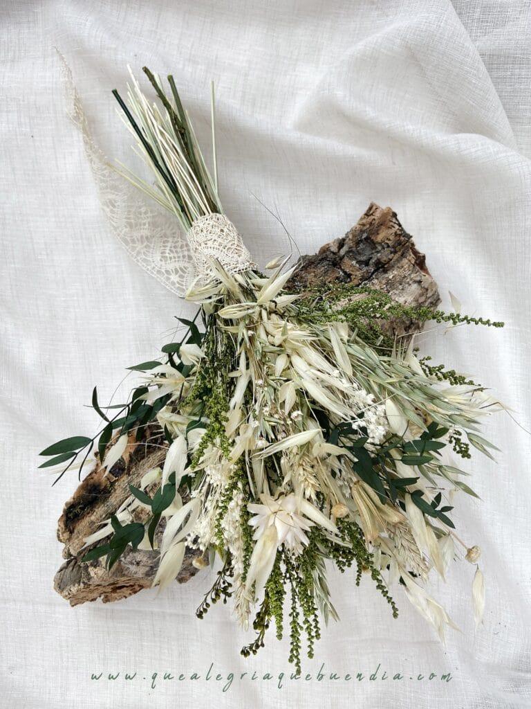 Ramo Preservado de novia en tonos verdes y blancos.