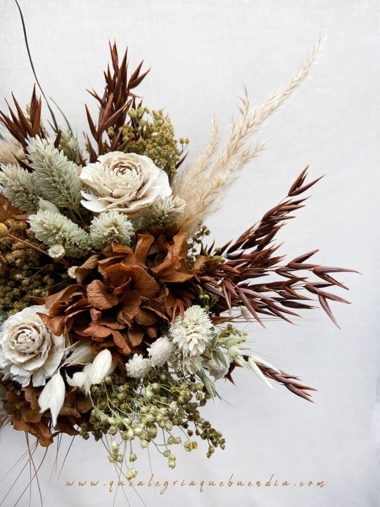 Ramo de flores preservadas novia Kenia con tonos marrones