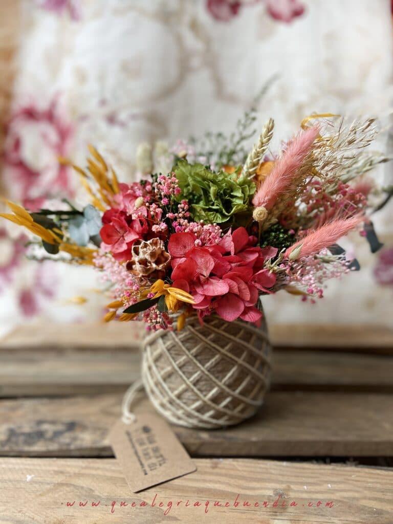 Centro de Flores Preservadas Varios Colores en cesto de yute tamaño M