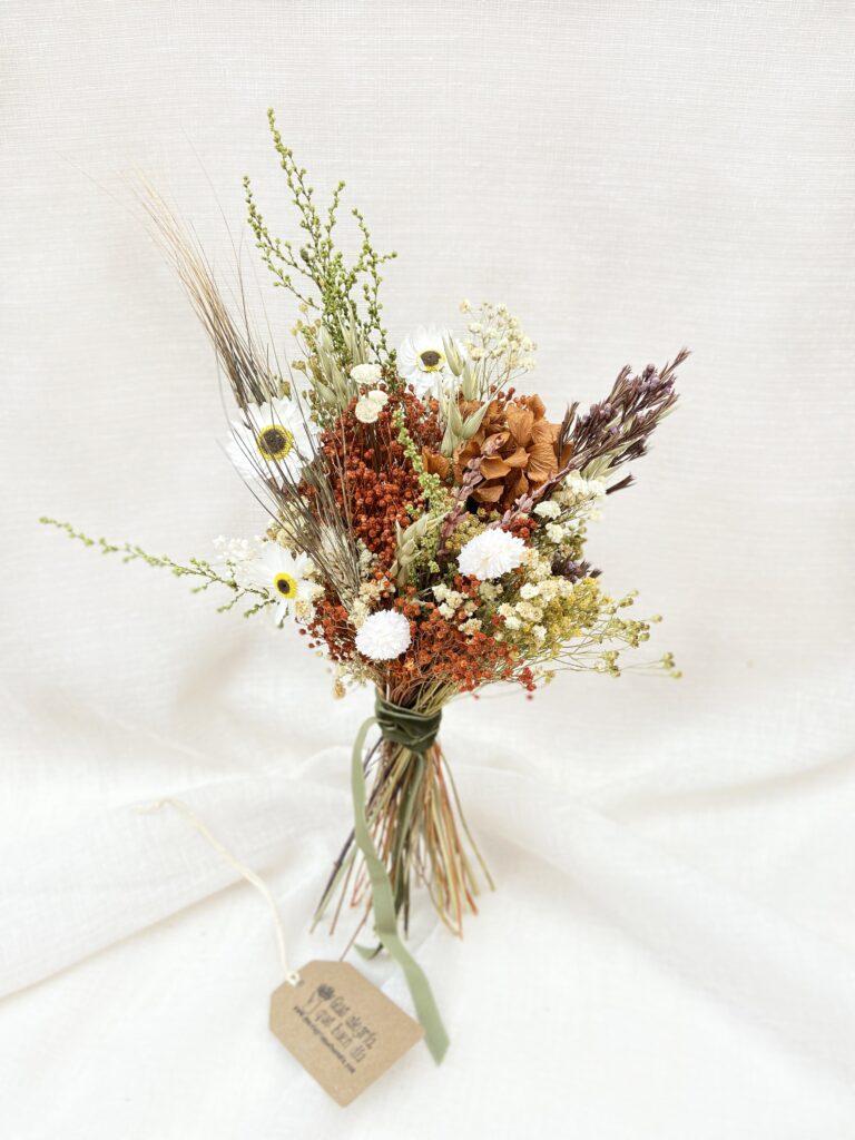 Ramito de Flores Preservadas en tonos marrones blancos y amarillos. Ramito Zenda