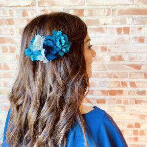Tocado de Flores Preservadas en tonos azules.