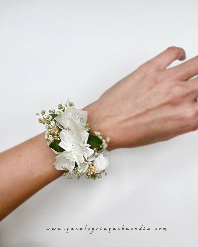 Pulsera de flores preservada para damas de honor, testigo, comuniones en tonalidades blancas