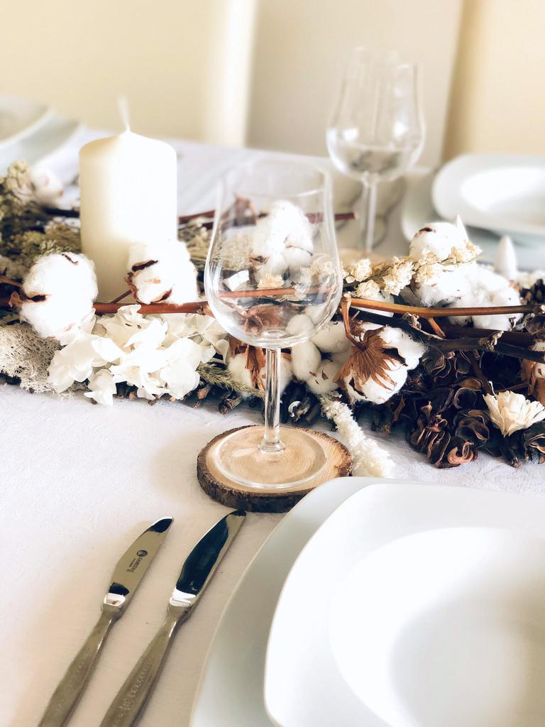 Foto detalle de la decoracion mesa navidad desde otro punto de vista