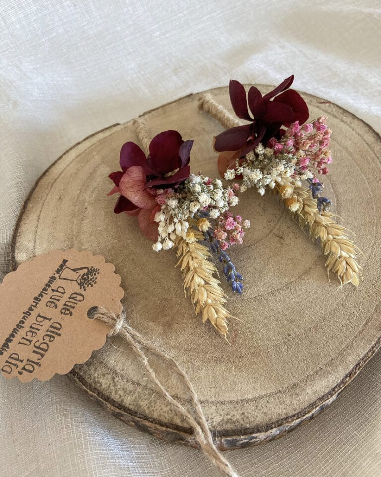 Prendidos a juego con el ramo de novia