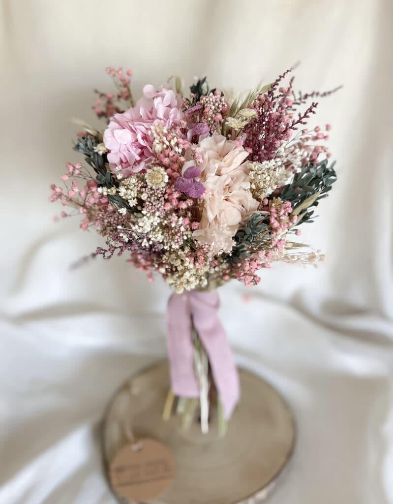 Ramo de novia en tonos rosados, blancos, cremitas, diferentes tostados. Diferentes matices y texturas