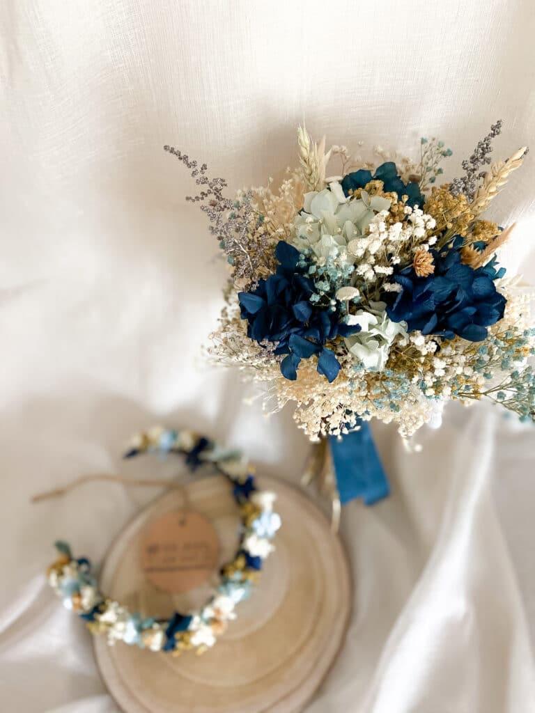 Ramo de novia flores preservadas en tonos azules en varias intensidades