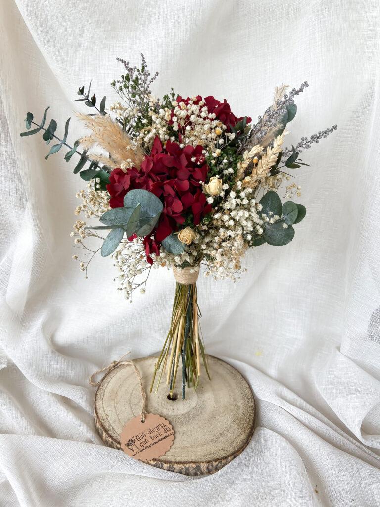 Ramo de novia flores preservadas en tonos granates