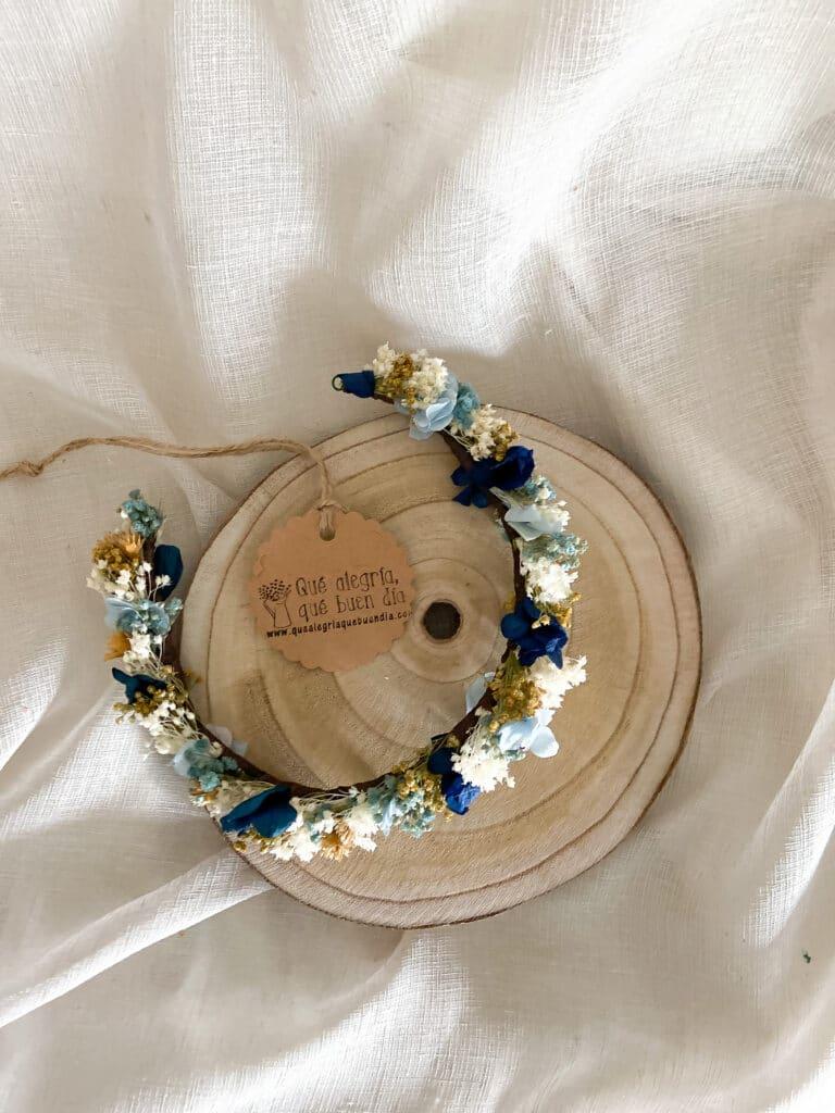 Tocado de novia flores preservadas en tonos azules en varias intensidades