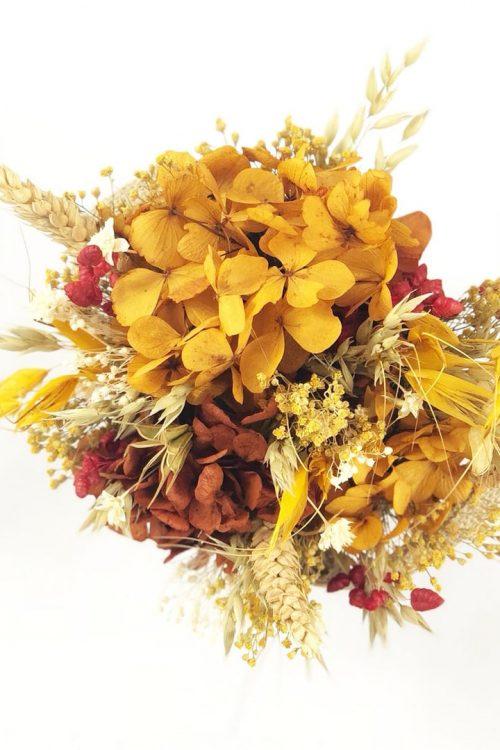 Arreglo de Flores preservadas en cesto de yute