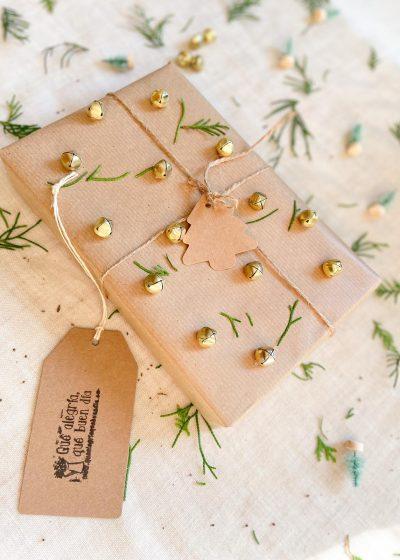 Ideas para envolver regalos de navidad parte con cascabeles