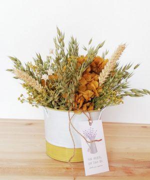Arreglo Floral en cubo amarillo zinc. Pack Mama_1