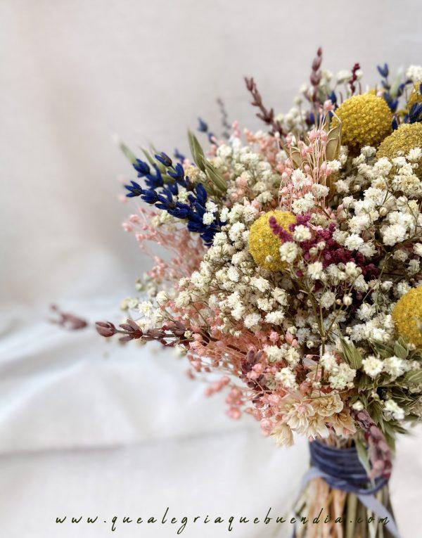 Ramo de flores preservadas para novias con tonos primaverales