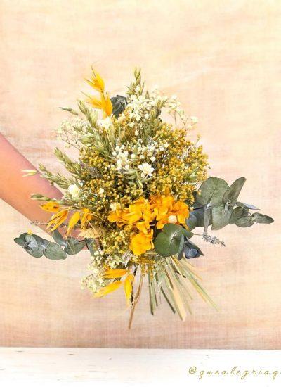 Ramo silvestre flor preservada Olivia en tonos cremas, amarillos, mostaza y verdes. Ramo de Novia